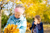 Children in the park in an autumn day — Stock Photo