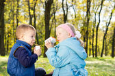 Young Children Drinking Juice in a Park — Stock Photo