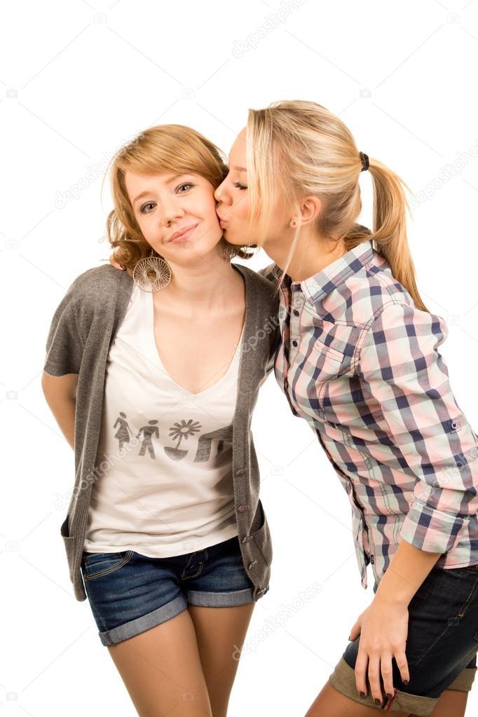 Подруги целуются фото
