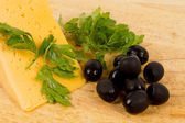 Black olives and cheese — Stock Photo