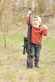 Small boy holding a large rifle — Stock Photo