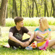 Attractive couple on a picnic date — Stock Photo