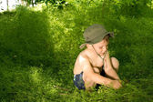 Small boy playing and discovering nature — Stock Photo