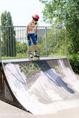 Teenage girl on a roller skating ramp — Stockfoto