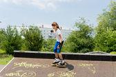 Piękny młody skater roller — Zdjęcie stockowe
