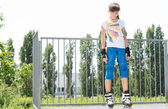Young girl roller skater on top of a ramp — Stock Photo
