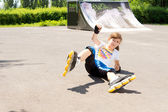 Young rollerblader takes a tumble — Stock Photo