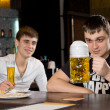 Man eyeing a large tankard of beer in anticipation — Stockfoto
