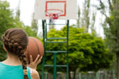 Young girl basketball player — Stock fotografie