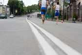 Runners competing in an urban marathon — Stock Photo