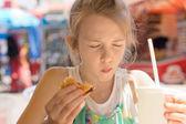 Young girl not enjoying her takeaway food — Stock Photo