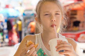 Young girl sipping a soda in a street cafe — Foto Stock
