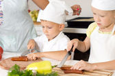 Young children learning to cook — Stockfoto
