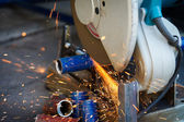 Cutting steel with grinder — Stockfoto