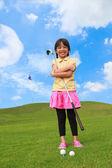 Leende liten flicka på golf club — Stockfoto