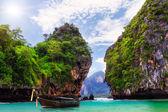 Long boat, rocks on Koh Hong — Stock Photo