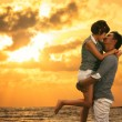 Young asian couple in love staying and kissing on the beach — Stockfoto