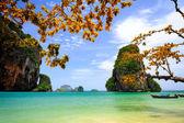 Tropical beach with limestone rock, Krabi, Thailand — Stock Photo