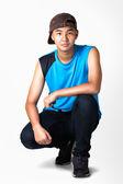 Dospívající chlapec sedí — Stock fotografie