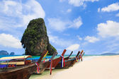 Thailand exotic sand beach and boats in asian tropical island — Stok fotoğraf