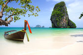 Tropical beach traditional long tail boat andaman sea thailand — Stock Photo