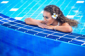 Beautiful happy young woman in swimming pool — Stok fotoğraf
