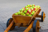 Vintage carriage full of apples — Stock Photo