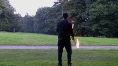 Man performing fire tricks — Stock Video