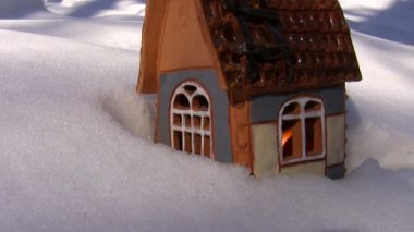 Christmas cottage on the snow — Stock Video