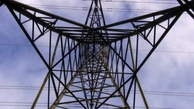 Electricity pylon top zoom in — Stock Video