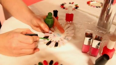 Nail technician painting artificial nails — Vidéo