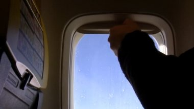 Closing aircraft window shade — Vidéo