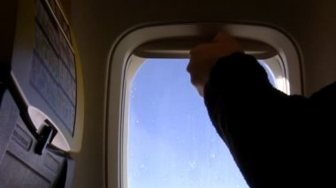 Closing aircraft window shade — Vídeo de stock