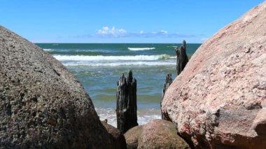 Sea view through stones — Stock Video