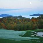 Şafak sonbahar dağ golf sahası — Stok fotoğraf