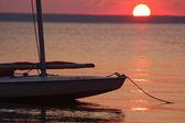 Segelboot-sonnenuntergang — Stockfoto