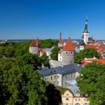 Large city panorama of Tallinn, Estonia — Stock Photo #13877557