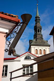 Long metal shoe and church St. Nicholas in Tallinn, Estonia — Stock Photo
