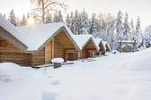 小露营房子在下雪的冬日 — 图库照片