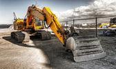 Escavatore possente giallo — Foto Stock