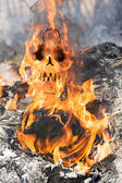 Human skull in fire flames — Stock Photo