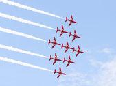 Röd pil aerobatic flygning utställning i tallinn, Estland — Stockfoto