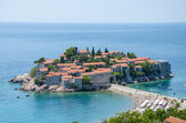 Sveti stefan peninsula against the blue sky and sea in summer vi — Stock Photo