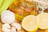 Honey,garlic and lemon — Stock Photo