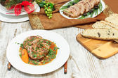 Veal rolls with bacon stuffing and vegetables — Stockfoto