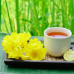 Lemon tea with yellow flower — Stock Photo #13662935