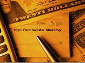 High Yield Investor Checking — Stock Photo