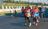 BUCHAREST, ROMANIA - OCTOBER 7: Unidentified marathon runners compete at the Bucharest International Marathon 2012, October 7, 2012 in Bucharest, Romania — Foto Stock