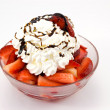 Fragole con panna montata — Stock Photo