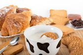 Milk and cookies — Stockfoto